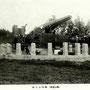 1912-1915 | Трофейное орудие из Порт-Артура Парка еще нет и аллея из сосен только что посажена (юго-восток)