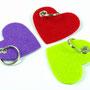 Schlüsselanhänger als Herz in grün, rot, lila mit Schlüsselring Individualisierbar von biasto-laserdesign