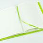 Aufgeklappter Notizblock oder Notizbuch mit Filz Umschlag in grün DIN A5 Individualisierbar von biasto-laserdesign