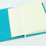 Aufgeklappter Notizblock oder Notizbuch mit Filz Umschlag DIN A5 Individualisierbar von biasto-laserdesign