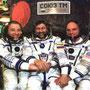 (da sinistra verso destra) Yuri Baturin, Talgata Musabayev (RO3FT), Dennis Tito (KG6FZX) (Miliardario americano)