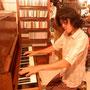 引き出す式のピアノ。