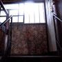 さて、階段を上がると。
