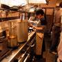 この日だけのスペシャルメイン料理を作ってくれています。今日から合流の1人目、元アマルのスタッフのポニョちゃん。