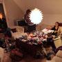 2h du matin, aprés avoir ouvert plus de 65 cadeaux, le salon ressemble à un champ de bataille ! Au dodo maintenant !