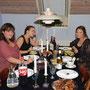 les filles à table (pendant que Niels fait à manger)