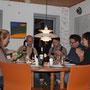 Arrivée nocturne et premier repas tous ensemble autour d´un feu et d´une bouteille de vin