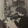 Anni '60 - Elvira Campolo (Viruzza) all'interno del suo laboratorio di maglieria in via ?????