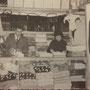 Fine anni '50 - Antonio ed Elvira Campolo (Totonno e Viruzza) all'interno della loro bottega in via Roma n. 117 (foto di G. Falbo)