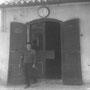 1965 - Ciccilli (Francesco) Maradea, orologiaio, davanti alla sua bottega i supra l'Archi (Via Architello, 19)