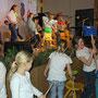 Schüler-/innen der Regenbogengrundschule bei ihrem Auftritt
