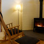 リビングには薪ストーブ。薪ストーブの設置費用に対して補助あるそうです。洗練された家具と贅沢に活かした木のぬくもりあふれる空間。東川スタイルを実感です。