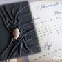 """KALENDER 2014 mit Tagebuch """"Captive Stone"""" - Hardcovereinband mit natürlich genarbten Kunstleder in hellgrau bezogen."""