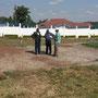 Begehung des Bauplatzes mit Mitarbeitern der lokalen Behörden (Juli 2015)