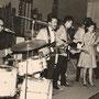 WENDY & THE GARDENIAS in Club 99, Bremen (mei 1964 vlnr: Jan Patty, Ferdy Minderman, Harold de Groot, Wendy, Han Averbeek, Louis Nol (fotocollectie: Jan Patty)