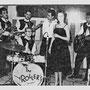 LYDIA & THE ROLLERS in de Bovema Studio in Heemstede (september 1960). vlnr: Bart Carels, Jimmy v.d. Hoeven, Eddy v.d. Hoeven, Cees Sanders, onbekend, Lydia en Boy Jansen.