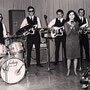 WENDY & THE GARDENIAS tijdens TV opname (1966) vlnr: Wim Onstein, Han Averbeek, Harold de Groot, Wendy, Willem de Vries