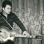 Ronny Neyndorff met Hofner gitaar