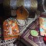 L'esotica Mirjam sceglie magiche porte dei draghi, ciondoli hobbit, segnalibri con gufi e diari incantati