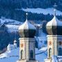 Die Kirche mit den Zwiebeltürmen