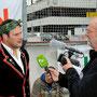 Thomas Sempach beim Interview mit Jakob Niederberger zum 50. Kranzgewinn