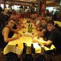 Barcelona, Essen in einer der vielen Gaststätten im Olympiahafen