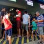 Une curiosité brésilienne : non ces gens ne sont pas là pour le loto, mais pour payer leurs factures, gaz, électricité, impôts...