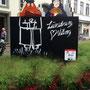 Links der Giebel für die dänische Partnerstadt Viborg, rechts für Naruto in Japan.