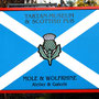 Vor dem Haus stand ein großes Schild, blau mit einem weißen Andreaskreuz und der Aufschrift  Tartan Museum & Scottish Pub – Mole & Wolfrhine, Atelier & Galerie.