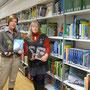 Bücherspende an die Stadtbibliothek