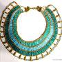 Pharaonischer Schmuck: Halskragen mit türkisfarbenen Tonperlen, Design und Foto: Daniela Rutica