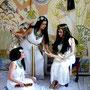 Palastszene: (von links:) Chimana, Sophia Chariarse und Daniela Rutica, Foto: R. Hannig