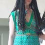 Pharaonischer Schmuck: Model Mel mit Netzkleid bei der Modenschau zu den Tagen der Ägyptologie 2016 in Brenkhausen