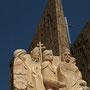 La Carolina. Monumento conmemorativo ochentero (feo feo no es, pero bonito tampoco).