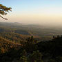 Bello atardecer desde la montaña.