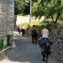 Traversée du village d'Orgeix au départ d'une sortie montagne de 3 heures