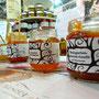 LANGENLOISER Produkte, mitten unter Käse, Salami, Backwaren, Süßigkeiten, Getreide, Honig, Früchten und Gemüse aus 100 Ländern.