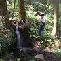 5/18/2008 12:32:36 PM 杉山には入ってすぐ小さな滝があります。