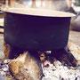 Das mühsam gesammelte Holz verbrennt ineffizient und mit  gesundheitsschädlichen Folgen