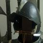 Helm und Hellebarden