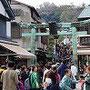 江ノ島は観光客でいっぱい。