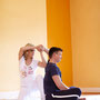 Thaimassage, Wasserpumpe. Dehnt den Trizeps, massiert die Schultern.