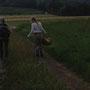 Die Kräuterweiblein beim Sammeln.