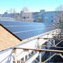 Bestückte Dächer mit Photovoltaik-Anlagen