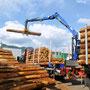 原木の荷降ろし作業