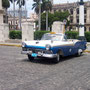 Oldtimer in den Straßen der Altstadt von Havanna, Cuba