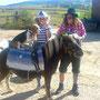Martina und Simone mit Pony Griseldis und Hund Vico