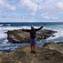 Dori posiert vorm Meer