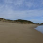 Wir wandern am Strand entlang