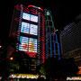 Das HSBC Gebäude wird abends zur Leinwand